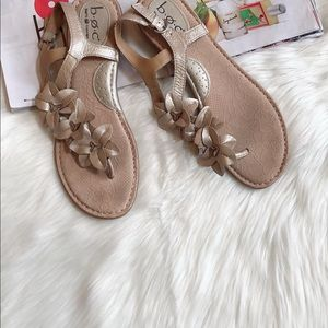 B.O.C. Gold Leather Flower Thongs Sandals 9